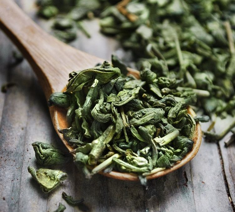 Green tea to quickly eliminate acne